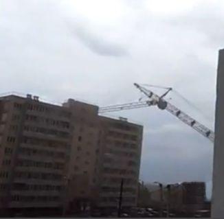 Collapsing Crane in Russia!
