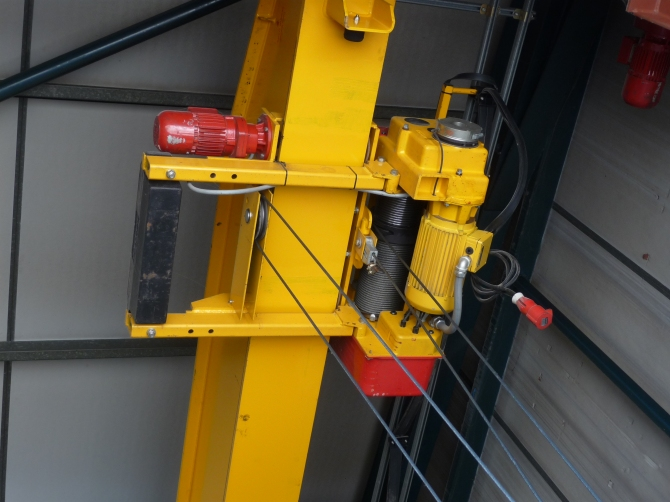 Street Crane Hoist- In Excellent Condition!